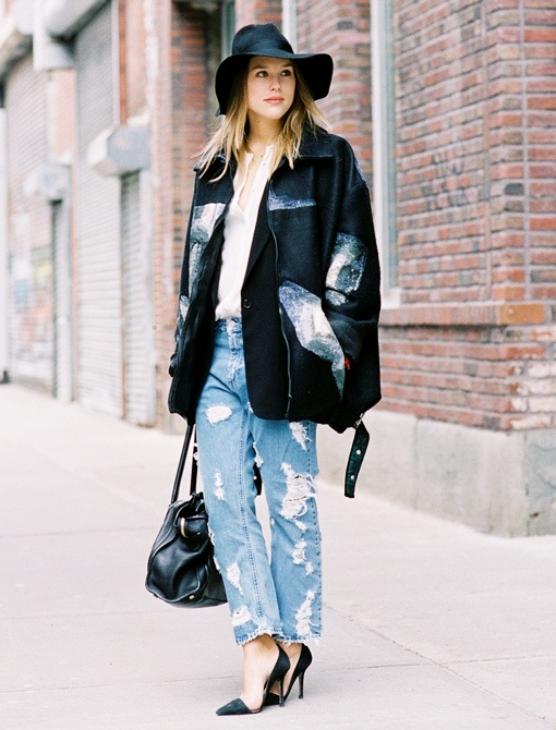 Baggy jeans, oversize jacket + tuck in your top, high heels, throw a hat = Oh so chick!