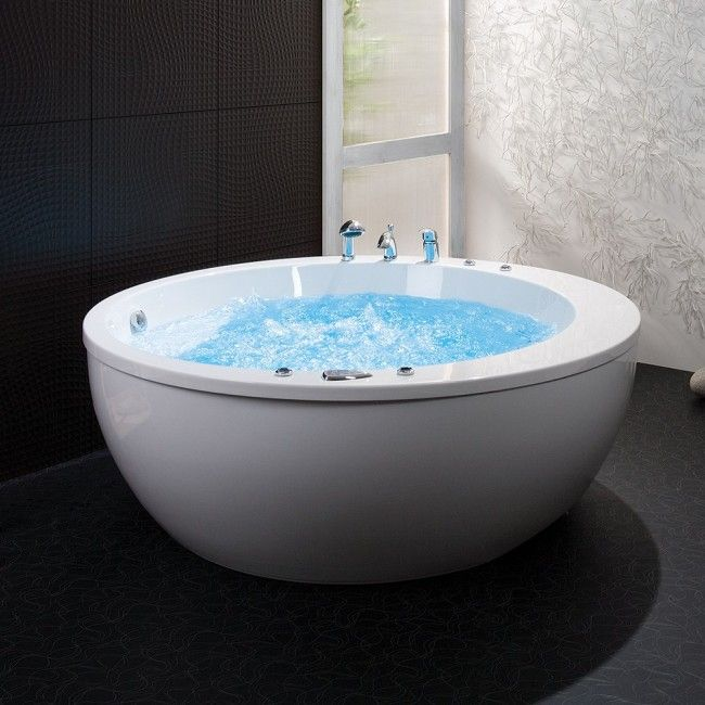 Swebad Massagebadkar/Bubbelbadkar Madonna.  #badkar #bad #bathtub #relax #home #inredning #heminredning #bada #bath #njuta #enjoy #interior #water #interiordesign #whitebathroom #inspiration #elegant #lyx #luxury #tub #badrumsinredning #bathdesign #merbyggvarorförpengarna #swebad #buildor #bubbelbadkar #bubblebath #gustavsberg #krebs #massagebadkar