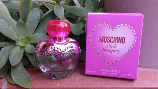 I miei profumi, le mie collezioni #parfum #profumi #fragranze #moschino #love #pinkbouquet #pink #angieclausblog ⬇ ⬇ ⬇ http://angieclausblog.com/2014/09/26/la-ragazza-dai-mille-profumi/