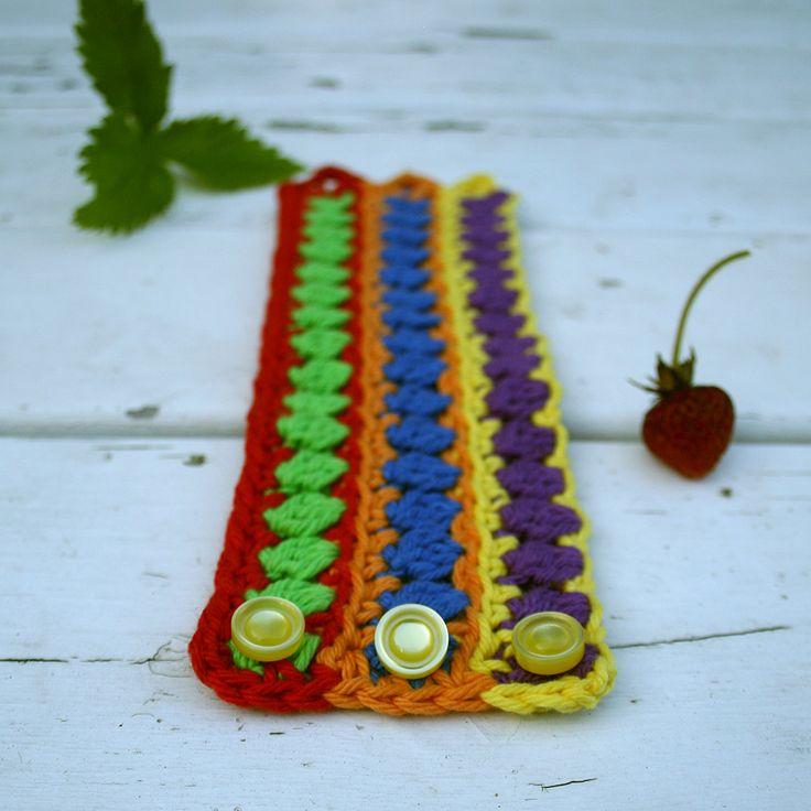 Armband Storlek: Pride: Längd ca 18½ cm, bredd 6½ cm. Vintage: Längd ca 17 cm, bredd 6½ cm. Längden är mätt exkl knapphålsöglor. Armbandet går att göra i valfri …