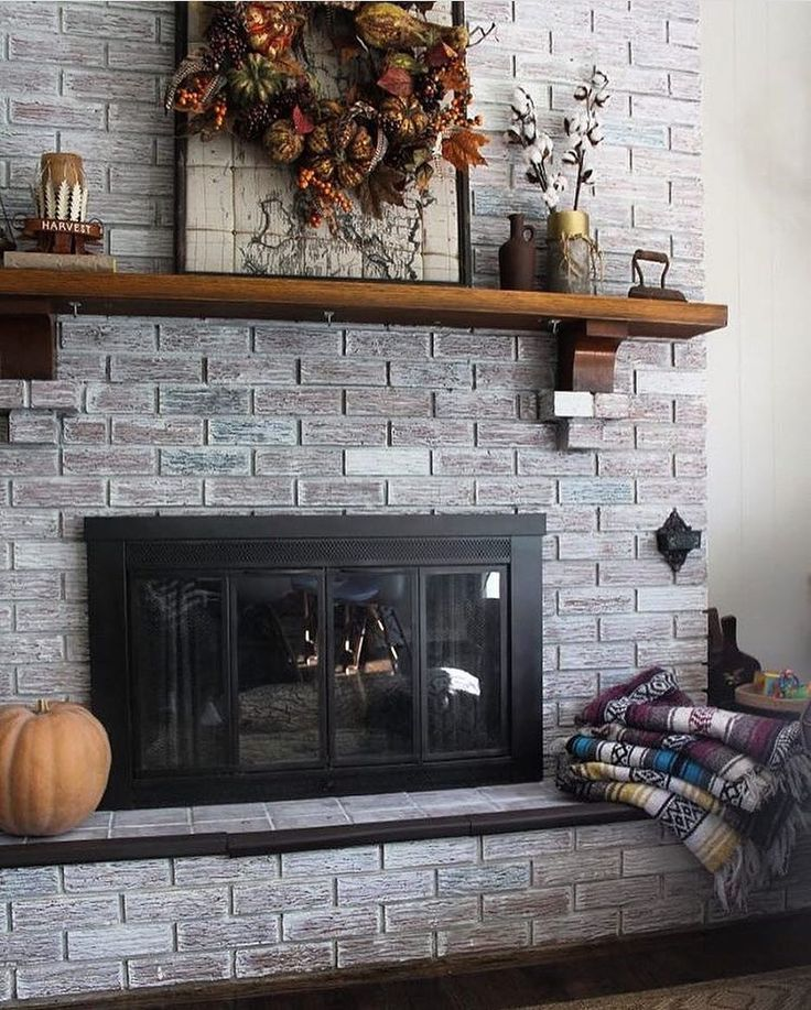 Check out this regram! We love this fall hearth from @lifeonshadylane!  #hayneedlehome