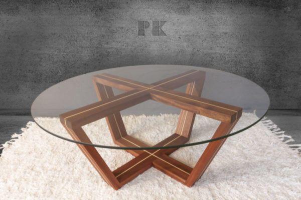 coffe table CROSS ROAD materiał: mahoń z klonowymi wstawkami, stolik olejowany. Średnica 100 cm. Grubość szyby 8mm.