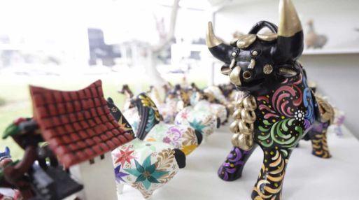 Cien de los más destacados artesanos del Perú expondrán sus más hermosas creaciones en la Feria Nacional de Artesanía 'De Nuestras Manos'. Esta se realizará del 23 de junio al 02 de julio en el Parque Salazar del distrito de Miraflores (cerca a Larcomar), informó el Ministerio de Comercio Exterior y Turismo (Mincetur).