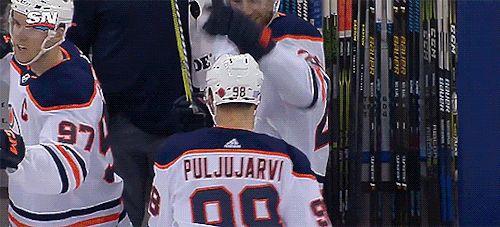 Leon Draisaitl congratulates Jesse Puljujarvi on his goal