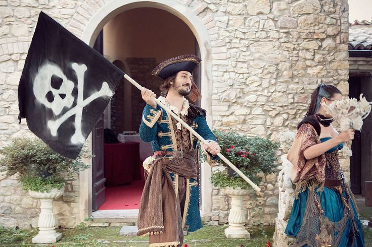 fun-and-creative-pirate-wedding-in-italy-7 - Weddingomania