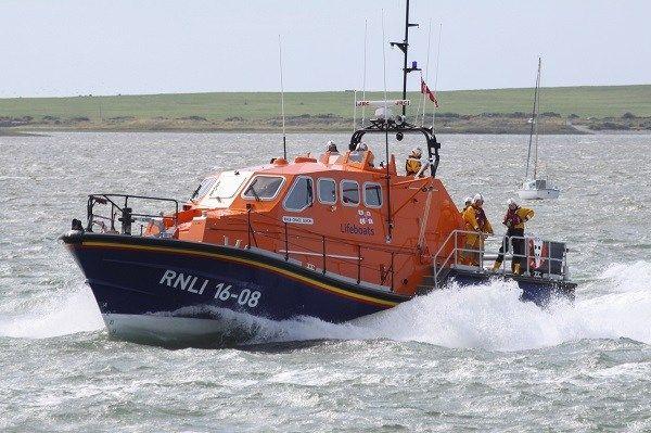 Barrow RNLI Lifeboat called to assist stricken motor cruiser - https://buzznews.co.uk/barrow-rnli-lifeboat-called-to-assist-stricken-motor-cruiser -