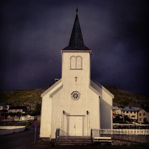 Stormy clouds behind Honningsvåg church.