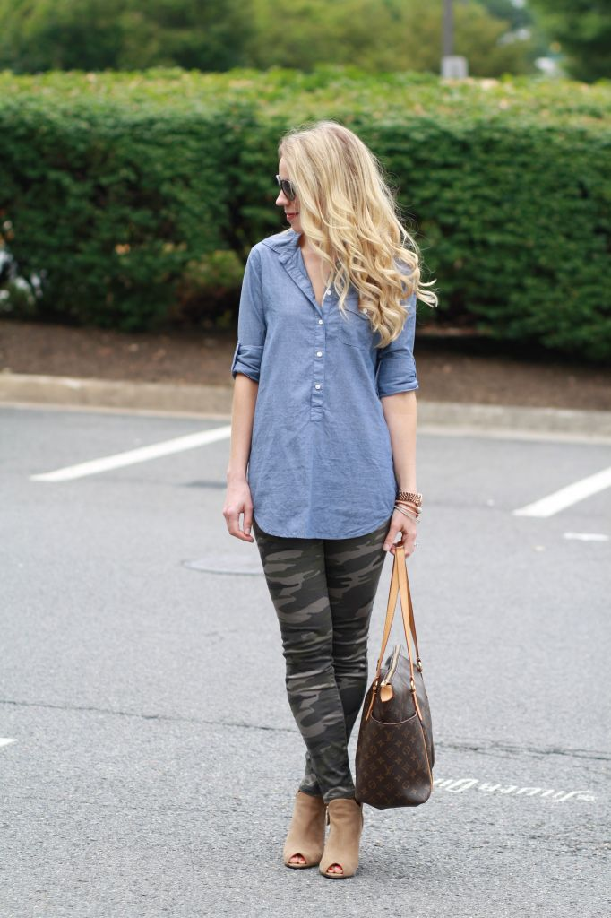 You can't go wrong with camo leggings, a chambray shirt and nude booties. Perfect for a casual meeting or brunch!