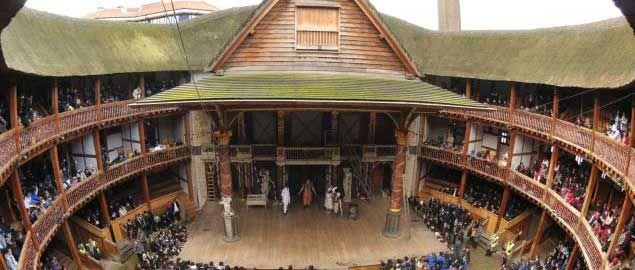 Biglietti: http://shop.vivilondra.it/attrazioni-londra-biglietti/shakespeares-globe Inclusa nel London Pass:  http://www.vivilondra.it/LondonPass.html Il Globe fu costruito dalla compagnia teatrale The Lord Chamberlain's Men -di cui lo stesso Shakespeare faceva parte- nel 1599, ma fu distrutto da un incendio nel 1613; ricostruito nel 1614 e chiuso nel 1642, fu definitivamente demolito nel 1644. Quella di adesso è una ricostruzione fedele del teatro elisabettiano dell'epoca, inaugurato nel…