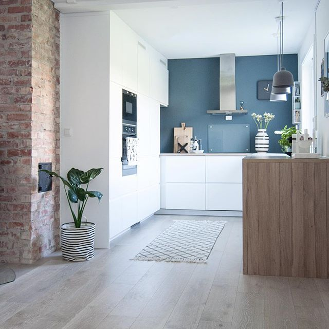 Contrasts ♡ - #boligpluss #interior123 #interior4all #interiorforyou #bobedre #boligplussminstil #interiørmagasinet #room123 #roomforinspo #immyandindi #finahem #voxtorp #stpaulsblue #jotunlady #housedoctor #muuto #grainpendant #kähler #omaggio #kähleromaggio #bylassen #kubus4 #kubusbowl #kitcheninspo #kitchendetails #parketticefjord
