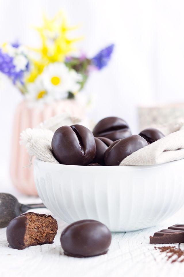 Bombice - Kaffeepralinen mit Butterkeksen, Walnüssen und  Schokolade - ganz einfach und schnell - http://www.maraswunderland.de/klassiker-bombice/