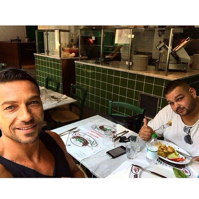#CostantinoVitagliano Costantino Vitagliano: Buon pranzo... #littleitaly #ristorante #pizzeria #viapierodellafrancesca #milano #lunch #friend