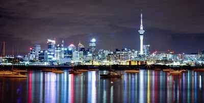 Auckland: un mondo di storia e di colori Le eredità europea, polinesiana, asiatica e, soprattutto, Maori forniscono alla cosiddetta 'City of Sails' (città delle vele) la sua particolare cultura. Andate a scoprire la storia della più grande  #valigia #vacanze #estate #mare