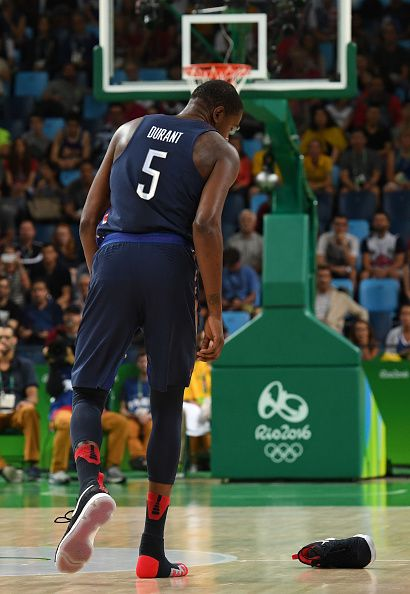 USA's guard Kevin Durant loses his shoe during a Men's Gold medal basketball  match between Serbia and USA at the Carioca Arena 1 in Rio de.