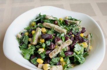 Как приготовить салат с красной консервированной фасолью и сухариками
