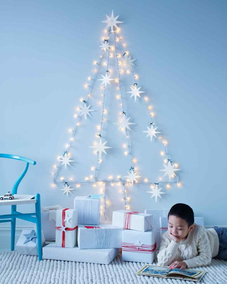 "String-Light ""Wall"" Tree with Felt Star Ornaments"
