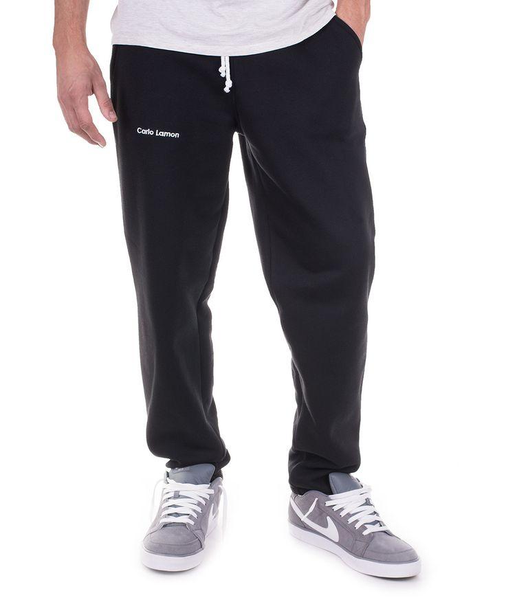 Czarne męskie spodnie dresowe od Carlo Lamon. Bardzo wygodne i ciepłe spodnie wykonane z wysokiej jakości dzianiny. Sprawdź: http://lamon.pl/product-pol-6215-Czarne-klasyczne-spodnie-dresowe-Boris-od-Carlo-Lamon.html