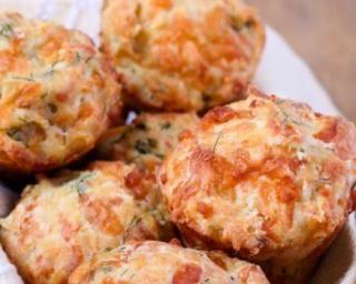 Muffins sucrés-salés minceur au chèvre, thym et miel : http://www.fourchette-et-bikini.fr/recettes/recettes-minceur/muffins-sucres-sales-minceur-au-chevre-thym-et-miel.html