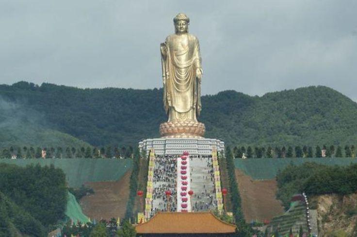 Templo do Buda da Primavera, China (130 metros)