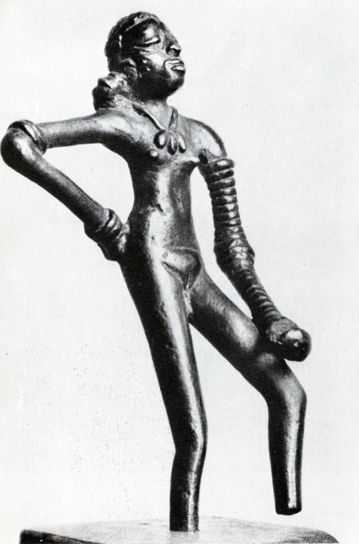 statuette féminine en ronde bosse la danseuse bronze mohenjo statuette féminine en ronde bosse la danseuse bronze mohenjo daro civilisation urbaine de l indus 2800 1600 musée national de new de