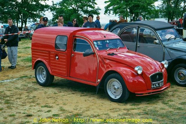 La Locomotion en Fete 2000 - Citroën 2CV van hot rod!, via Flickr.