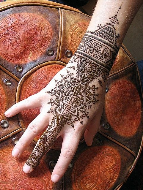 I would love to get a henna tattoo like this