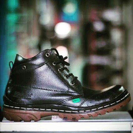 Kickers Boots Size 39-44 Rp.385.000 US$  28.5 Order & Info : Bbm 76ab29bb Whatsapp 082118119296 Line : shoestore_bdgco Sms/call 082118119296 Www.shoestorebdg.com Open Order