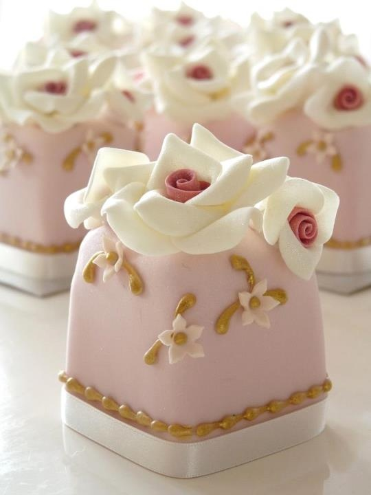 Pink Vintage Mini Cakes by Rachelle's Cakes.
