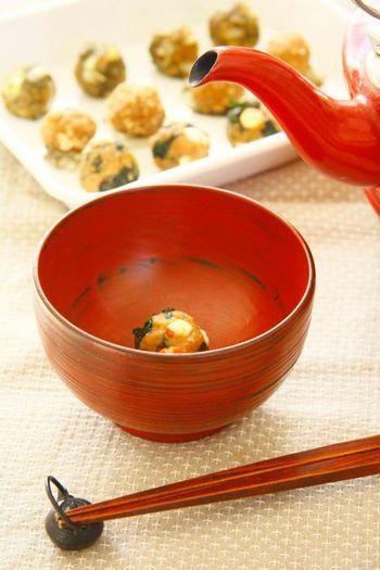 そこで、簡単にお味噌汁が作れる味噌玉がおすすめです。 お椀に味噌玉と具材を入れてお湯を注げば、あっという間に味噌汁の完成です。 これなら朝時間がなくても味噌汁を飲むことができますね。