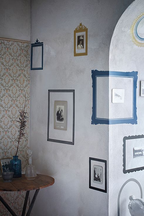 Τα διακοσμητικά αυτοκόλλητα KLÄTTA κυκλοφορούν σε πολλά σχέδια και δίνουν στιλ χωρίς να προκαλούν ζημιές στον τοίχο, αφού τοποθετούνται και αφαιρούνται εύκολα. Τοποθετήστε τα είτε για να σπάσετε τη μονοτονία είτε για να καλύψετε ατέλειες και ρωγμές.