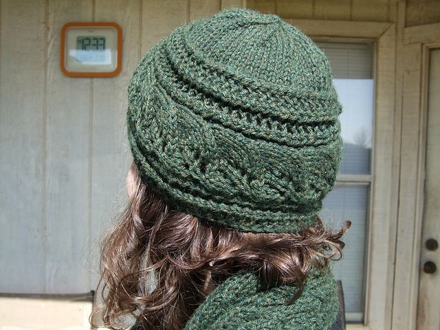 Brooke's Column of Leaves - Knitted hat with coordinated scarf and mittens - free pattern by Brooke Nelson