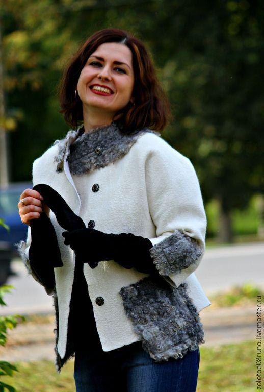 Купить или заказать Авторский жакет 'White and gray'. в интернет-магазине на Ярмарке Мастеров. Тёплый жакет-куртка,изготовлен на заказ ,по мотивам жакета 'Royal white'. Красивый ,интересный фасон,пришивные детали,карманы декорированы кудряшками овечки серебристого цвета,породы 'готланд'. Застёгивается на красивые кнопки. Рукава 3/4,очень выигрышно смотрятся под длинный перчатки. Жакет можно носить,с брюками,юбкой любой длины,платьем . И…