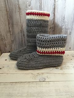 My work sock slippers are absolutely adorable and very trendy. They are inspired by the roots wool socks. The pattern is a PDF download and is written in US standard terms.