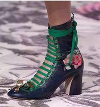 New Hot 2016 de Metal Decoração Bowtie Cut-outs Botas Mulher Tornozelo Cor misturada Pista Mulher Partido Sapatos Lace-up Sapatos de Saltos Grossos senhora(China (Mainland))