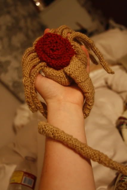 knit alien face-hugger **with pattern and too many pictures** - KNITTING