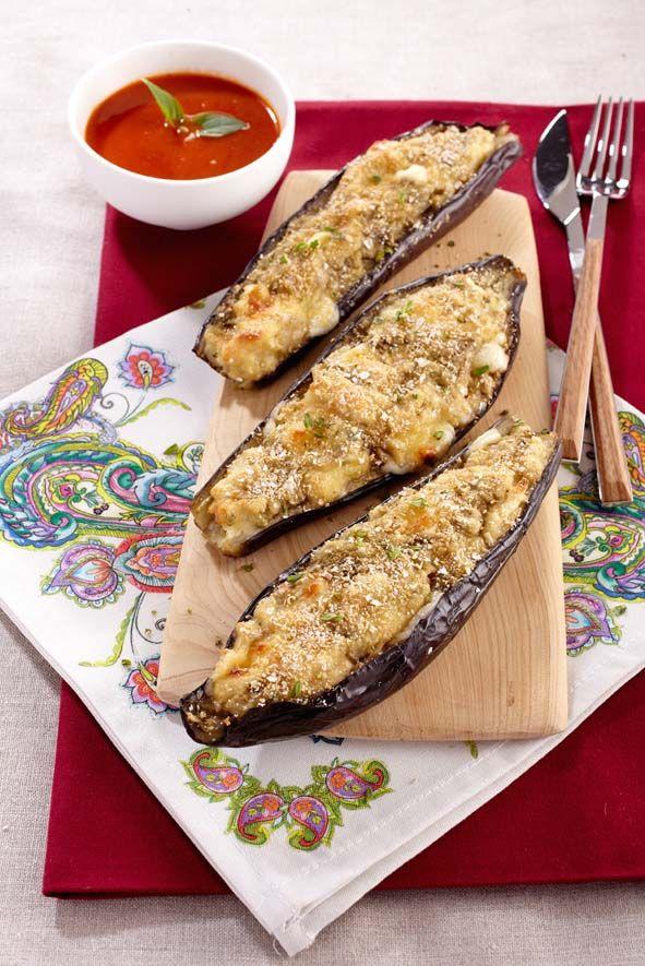 Aubergines a la corse Ingrédients 4 aubergines • Huile d'olive • 100 gr de tome Corse ou de parmesan • 100 gr de mie de pain blanc • 10 cl de lait • 2 œufs • 1 brin basilic • 1 gousse d'ail