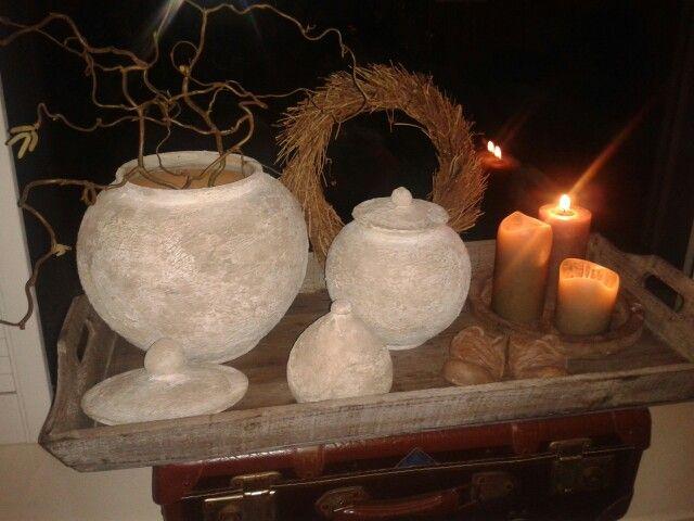 Oude potten bewerkt met muurvuller
