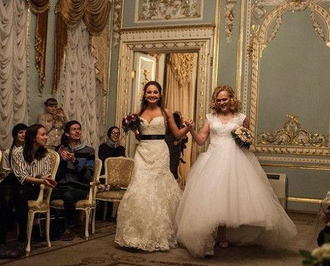ЛГБТ-брак / В Питере впервые сочетались браком женщина и транссексуал - Общество и политика - Брянский Форум