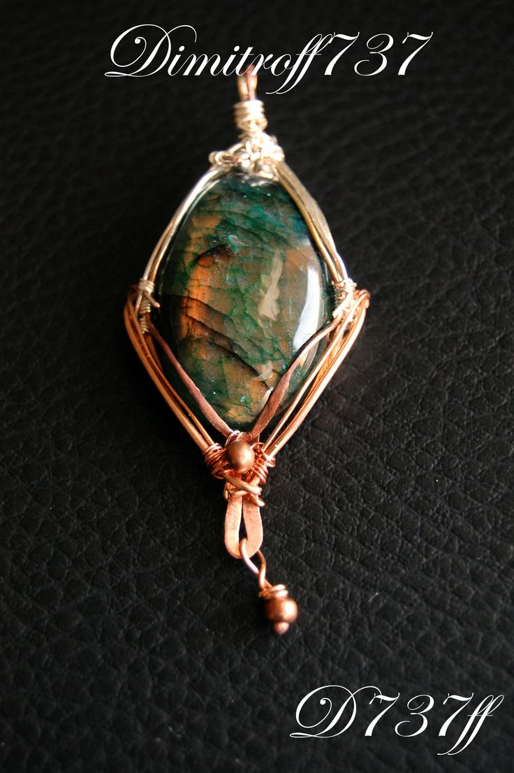 Autumn pendant Materials used: Natural labradorite, high quality Silver Plated and copper wire
