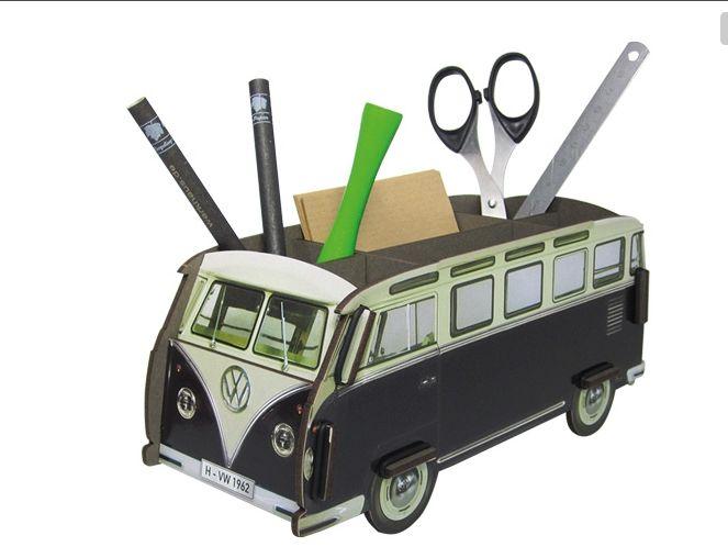 Werkhaus VW Pennenbak  € 17,95 Volkswagen Retro bus als pennenbak, handig en een bijzondere eyecather voor je buro!  Hoogte 11 cm Breedte 22 cm Diepte 9 cm