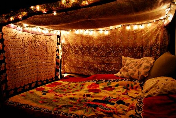 So cozy! I could change the bed sheets and bedspread add a bookshelf and laptop and it would be awesome :)