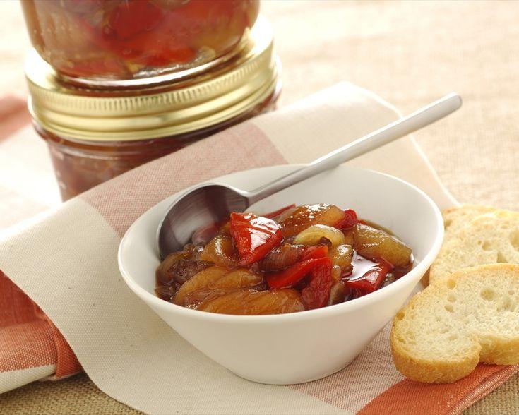 Conserva di peperoni e albicocche secche