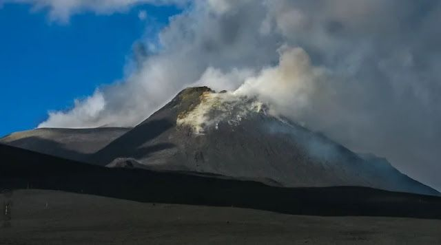 Pin by Fractal Talks on Active Volcanoes across the World ...