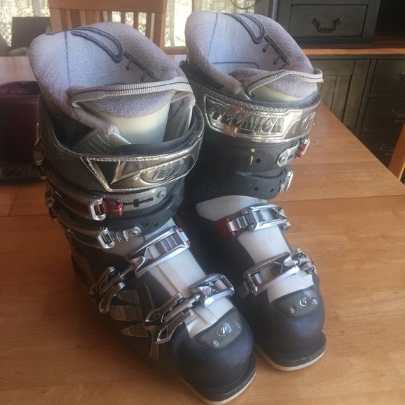 TECNICA SKI BOOTS Tecnica Attiva V2.6 Ultrafit ladies - Fully adjustable - buckles with micro- adjustment. - Extra warm fleece lining. - Hard / soft flex position for more feeling in the shoe. - Wide buckle adjustment on the upper buckle. The ski boot is suitable for advanced skiers. (Used for only one ski season. Some of the paint and lettering is chipping off) 💖💖💖💓💓💓 (I also have the box they came in 😛) Tecnica Shoes
