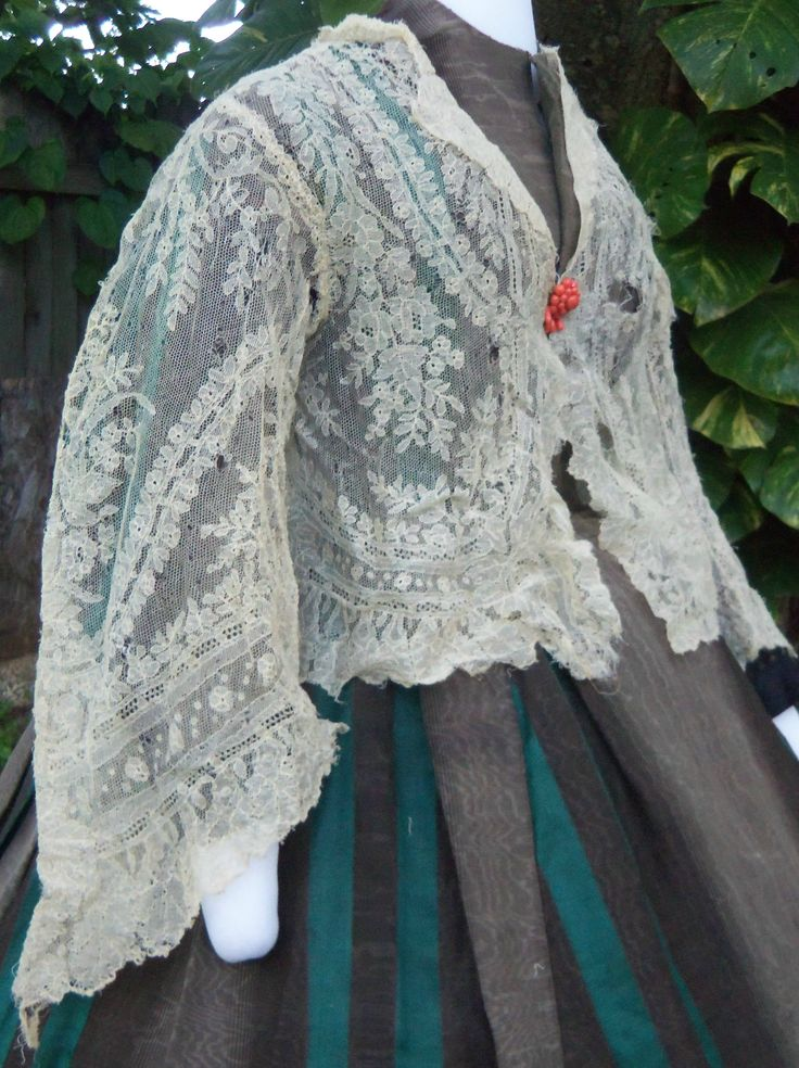 An unusual blonde Chantilly lace jacket c.1860