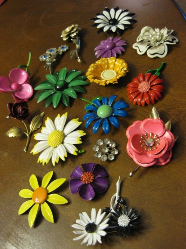 LOVE vintage flower brooches
