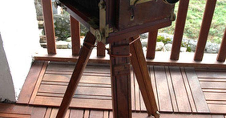 El impacto de la fotografía en la sociedad. La fotografía moderna comenzó en 1839 cuando Louis Daguerre inventó la cámara homónima, el daguerrotipo. Este proceso de creación de imágenes podía reproducir una imagen fugaz en una placa de metal en sólo 30 minutos. Desde entonces, la fotografía ha pasado por varios desarrollos, desde las películas de 35 milímetros hasta las imágenes digitales y ...