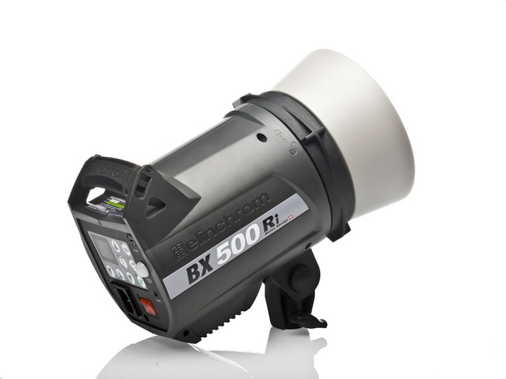 A nice monolight from Elinchrom with a built in skyport (wireless) receiver.