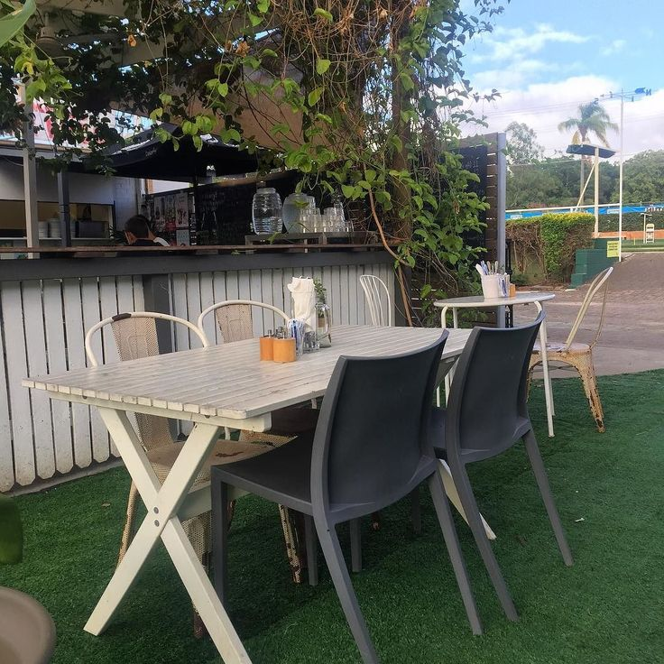 @arthursgreen is even greener with a new artificial turf lawn and a shade sail ready for autumn weekend night trading. #redhill #dinner#brisbane #brisbanefoodblog