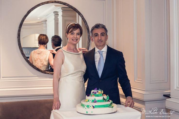 A l'hôtel Vendôme, un joli (et bon) gateau pour les mariés ! (photographie couleur de Mathilde Bruant)